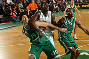 DESCRIZIONE : Treviso Eurolega 2006-07 Benetton Treviso Pau Orthez <br /> GIOCATORE : Wright Tagliafuori Falloso <br /> SQUADRA : Pau Orthez <br /> EVENTO : Eurolega 2006-2007 <br /> GARA : Benetton Treviso Pau Orthez <br /> DATA : 24/01/2007 <br /> CATEGORIA : Rimbalzo Tecnica <br /> SPORT : Pallacanestro <br /> AUTORE : Agenzia Ciamillo-Castoria/M.Marchi <br /> Galleria : Eurolega 2006-2007 <br /> Fotonotizia : Treviso Eurolega 2006-2007 Benetton Treviso Pau Orthez <br /> Predefinita :