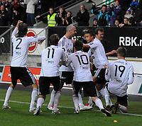 Fotball Tippeligaen Rosenborg - Vålerenga 3 oktober  2010<br /> Lerkendal Stadion, Trondheim<br /> <br /> <br /> Markus Henriksen har scoret 3-1 for Rosenborg og gutta feirer foran kameramann og publikum<br /> <br /> <br /> Foto : Arve Johnsen, Digitalsport