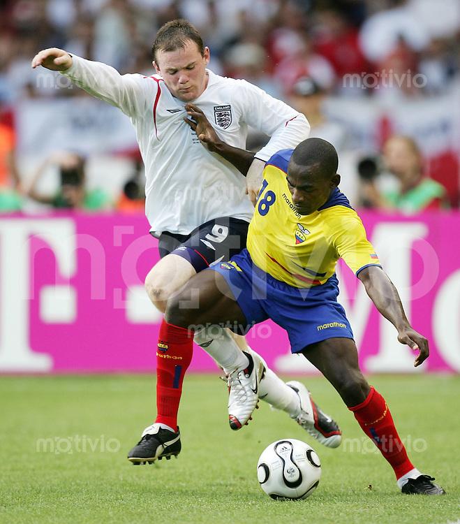Fussball WM 2006   Achtelfinale   England - Ecuador Wayne ROONEY (re, ENG) gegen Neicer REASCO (re, ECU)
