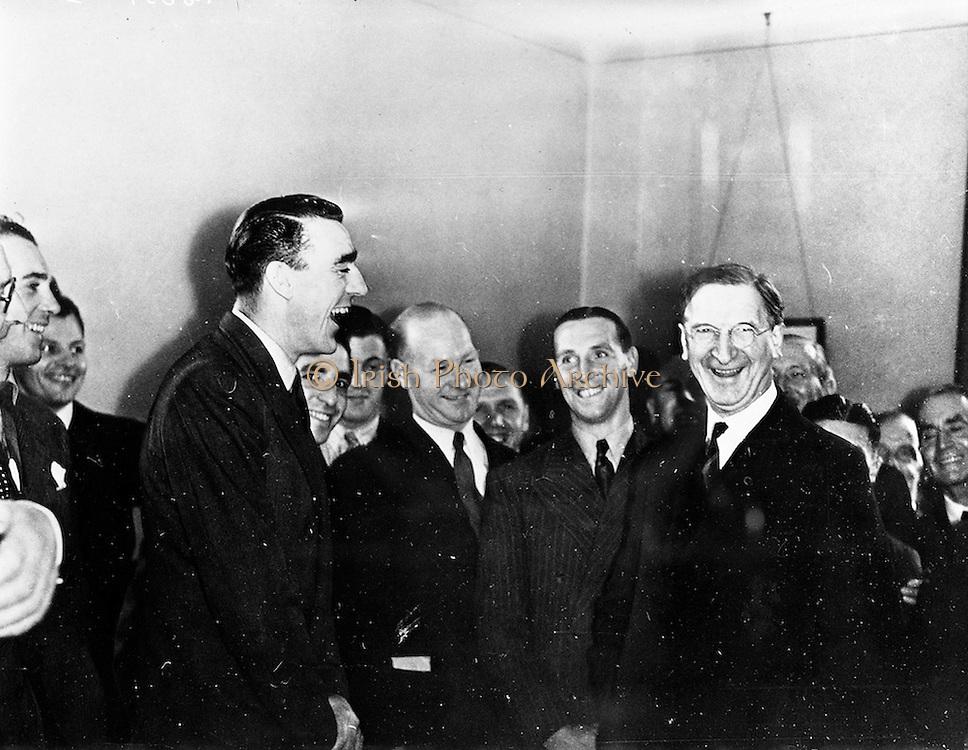 21/09/1960<br /> 09/21/1960<br /> 21 September 1960<br /> Football Association of Ireland Headquarters, 80 Merrion Square, Dublin. Copy of picture of Eamonn de Valera for F.A.I.