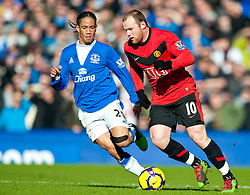 20.02.2010, Goodison Park, Liverpool, ENG, PL, Everton FC vs Manchester United, im Bild Everton's Steven Pienaar und Manchester United's Wayne Rooney, EXPA Pictures © 2010 for Austria, Croatia and Germany only, Photographer EXPA / Propaganda / David Rawcliffe / for Slovenia SPORTIDA PHOTO AGENCY.