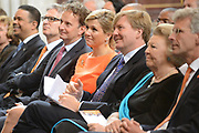 Koning Willem-Alexander en Koningin M&aacute;xima reiken Appeltjes van Oranje 2013 en Oranje Fonds Kroonappels uit in Paleis op de Dam.Jaarlijks bekroont het Oranje Fonds met de Appeltjes van Oranje sociale initiatieven die op succesvolle wijze verschillende groepen mensen verbinden. <br /> <br /> King Willem-Alexander and M&aacute;xima reach Queen Apples of Orange in 2013 and Oranje Fonds Crown Apples in Palace on Dam.Jaarlijks awarded the Orange Fund with the Apples of Orange social initiatives that different groups of people to successfully connect.<br /> <br /> Op de fotro / On the photo:    Koningin Maxima, koning Willem-Alexander en prinses Beatrix  /  Queen Maxima , King Willem-Alexander and Princess Beatrix