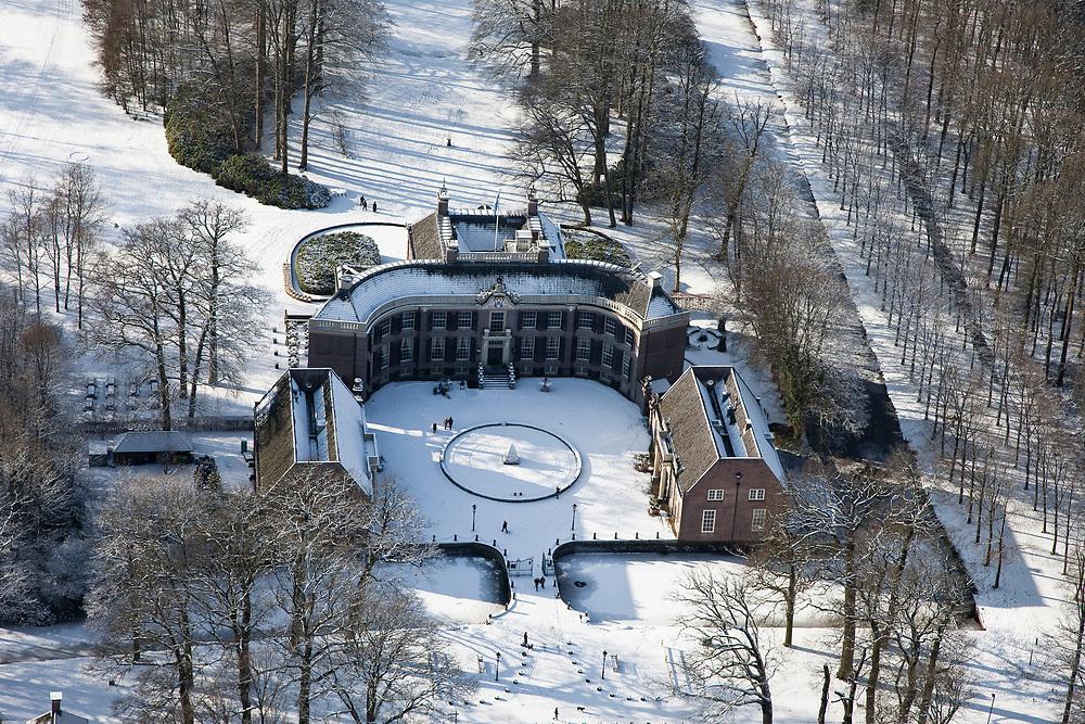 Nederland, Utrecht, Gemeente Baarn, 31-01-2010; Kasteel Groeneveld in de sneeuw;<br /> maakt deel uit van het ministerie van Landbouw, Natuur en Voedselkwaliteit (LNV).<br /> Groeneveld Castle in the snow, part of the Ministry of Agriculture, Nature and Food Quality (LNV)<br /> luchtfoto (toeslag), aerial photo (additional fee required)<br /> foto/photo Siebe Swart