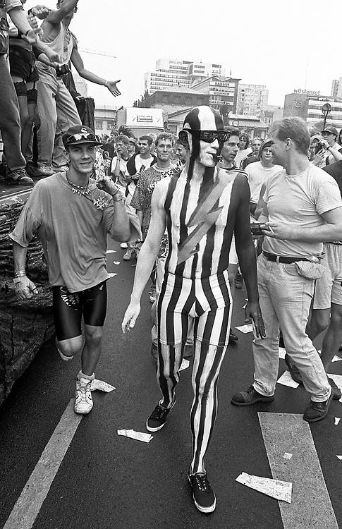 Germany - Deutschland - BERLIN - LOVE PARADE 1992, Berlin, Wittenbergplatz, Tauentzienstrasse; Berlin, 04.07.1992; © Christian Jungeblodt