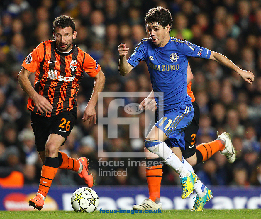 Picture by Paul Terry/Focus Images Ltd +44 7545 642257.07/11/2012.Oscar of Chelsea and Razvan Rat of Shakhtar Donetsk during the UEFA Champions League match at Stamford Bridge, London.