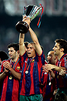 Fotball<br /> Foto: Proshots/Digitalsport<br /> NORWAY ONLY<br /> <br /> seizoen 1996 / 1997, europacup 2 finale in rotterdam op 14-05-1997 barcelona - paris st germain 1-0. ronaldo tilt de beker cup op