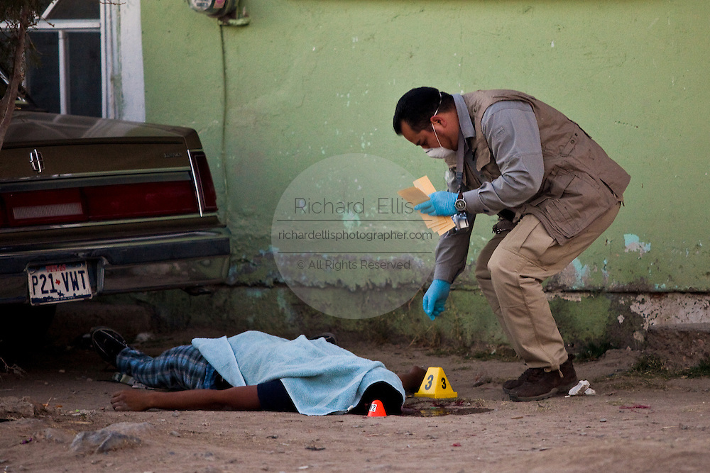 Police investigators at the scene of a drug related shoot out in a slum in Juarez, Mexico January 14, 2009. The shooting, believed linked to the ongoing drug war which has already claimed more than 40 people since the start of the year. More than 1600 people were killed in Juarez in 2008, making Juarez the most violent city in Mexico.    (Photo by Richard Ellis)