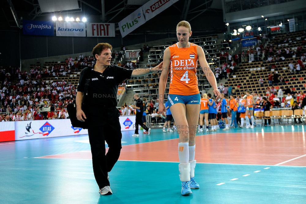 27-09-2009 VOLLEYBAL: EUROPEES KAMPIOENSCHAP NEDERLAND - POLEN: LODZ<br /> De Nederlandse volleybalsters zijn vooralsnog onklopbaar op het EK. Na de ruime zeges op Kroatie en Spanje werd ook gastland Polen met grote overmacht opzij geschoven: 25-18, 25-13, 25-23 / Avital Selinger en Chaine Staelens<br /> &copy;2009-WWW.FOTOHOOGENDOORN.NL
