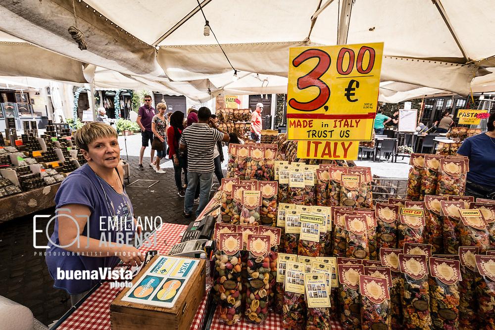 Roma, Lazio, Italia, 30/05/2016<br /> Il mercato di Campo de' Fiori.<br /> <br /> Rome, Lazio, Italy, 30/05/2016<br /> The Campo de' Fiori market.