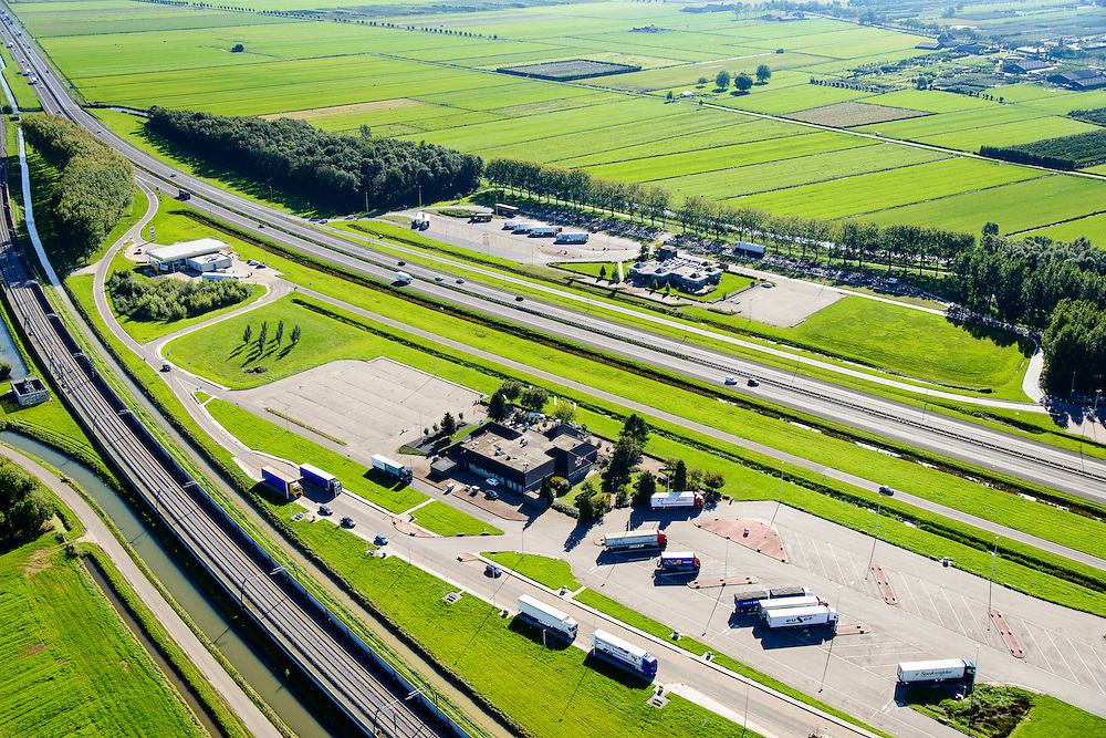Nederland, Gelderland, Kesteren, 30-09-2015; Wegrestaurant De Goudreinet, verzorgingsplaats Varakker.<br /> Roadhouse and rest area.<br /> luchtfoto (toeslag op standard tarieven);<br /> aerial photo (additional fee required);<br /> copyright foto/photo Siebe Swart