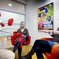 Nederland, Amsterdam , 10 april 2012..Agaath Drost, programmaleider Mamakits in gesprek met z.g. patient (=medewerkster) op de locatie Overschiestraat.Foto:Jean-Pierre Jans