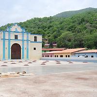 Semillas de cacao, para su secado y posterion recolección, en la plaza del pueblo de Chuao, Edo. Aragua, Venezuela