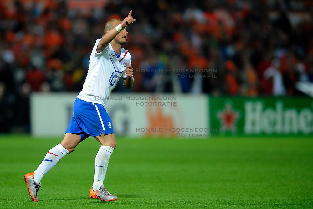 01-06-2010 VOETBAL: NEDERLAND - GHANA: ROTTERDAM<br /> Nederland wint vrij eenvoudig de oefenwedstrijd van Ghana / Wesley Sneijder scoort de 3-0<br /> &copy;2010-WWW.FOTOHOOGENDOORN.NL
