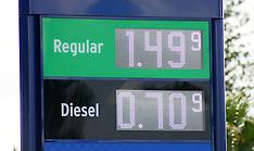 Auckland-Cars queue as petrol drops below $1.50 a litre