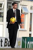 Photo: Paul Greenwood.<br />Bury FC v Wycombe Wanderers. Coca Cola League 2. 17/02/2007. Bury manager Chris Casper