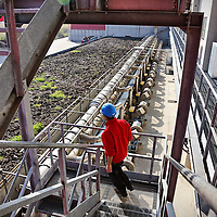 Fasi di lavorazione nell'impianto Entsorga per il compostaggio del FORSU, Frazione Organica del Rifiuto Solido Urbano proveniente dalla raccolta differenziata dell'organico. Santhia (VC), 22 ottobre 2014.