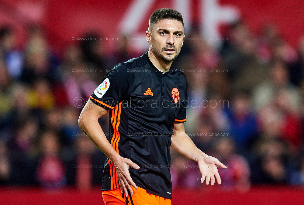 SEVILLE, SPAIN - NOVEMBER 26:  Guilherme Siqueira of Valencia CF reacts during the La Liga match between Sevilla FC and Valencia CF at Estadio Ramon Sanchez Pizjuan on November 26, 2016 in Seville, Spain.  (Photo by Aitor Alcalde Colomer/Getty Images)