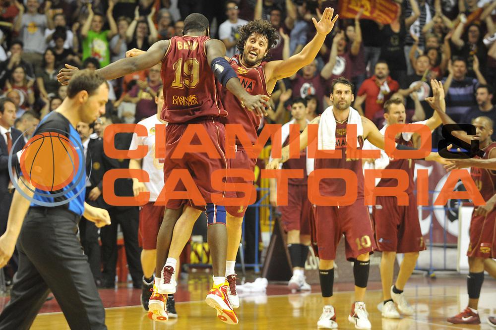 DESCRIZIONE : Venezia Lega Basket A2 2010-11 Playoff Quarti di Finale Gara 2 Umana Reyer Venezia Snaidero Udine<br /> GIOCATORE : Bryan Meini<br /> SQUADRA : Umana Reyer Venezia Snaidero Udine<br /> EVENTO : Campionato Lega A2 2010-2011<br /> GARA : Umana Reyer Venezia Snaidero Udine<br /> DATA : 15/05/2011<br /> CATEGORIA : Esultanza<br /> SPORT : Pallacanestro <br /> AUTORE : Agenzia Ciamillo-Castoria/M.Gregolin<br /> Galleria : Lega Basket A2 2010-2011 <br /> Fotonotizia : Venezia Lega Basket A2 2010-11 Playoff Quarti di Finale Gara 2 Umana Reyer Venezia Snaidero Udine<br /> Predefinita :