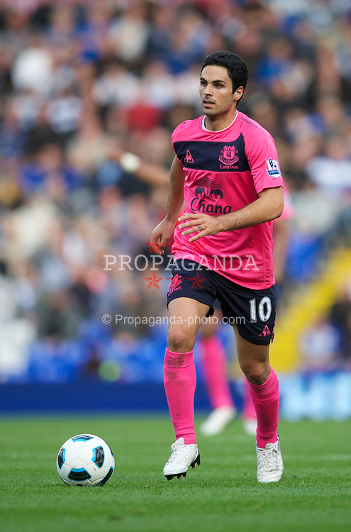 BIRMINGHAM, ENGLAND - Saturday, October 2, 2010: Everton's Mikel Arteta in action against Birmingham City during the Premiership match at St Andrews. (Photo by David Rawcliffe/Propaganda)
