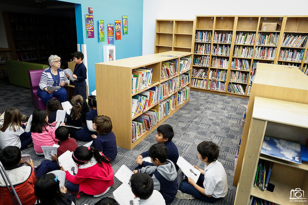 Substitute teacher Sharon Smith works with students in the new Library at Pomeroy Elementary School in Milpitas, California, on February 2, 2015. (Stan Olszewski/SOSKIphoto)