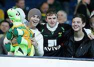 Sheffield - Sunday November 29th, 2008: Early bird Norwich City fans before the game against Sheffield Wednesday in the Coca Cola Championship match at Hillsborough, Sheffield. (Pic by Michael Sedgwick/Focus Images)
