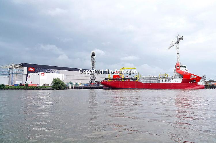 Nederland, the Netherlands, Rotterdam, 29-7-2017Hal van scheepswerf. IHC Merwede. Een nieuw gebouwd schip ligt aan de kade.Foto: Flip Franssen