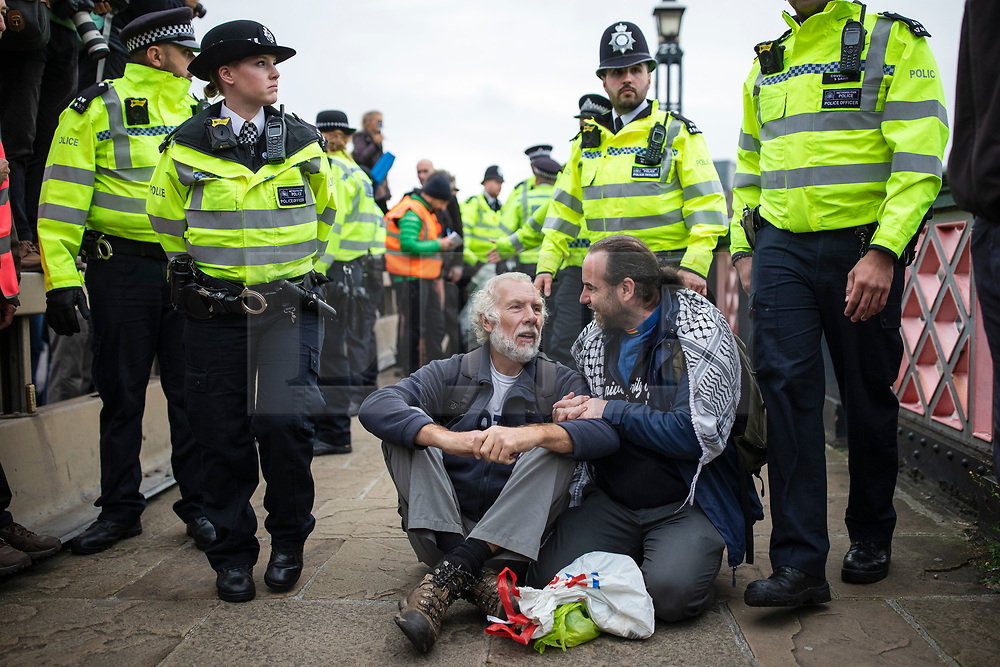© Licensed to London News Pictures. 07/10/2019. London, UK. Extinction Rebellion protesters block Lambeth Bridge. Two weeks of action are planned at various locations around Westminster as part of a coordinated protest to call on government to act on climate change. Photo credit: Rob Pinney/LNP
