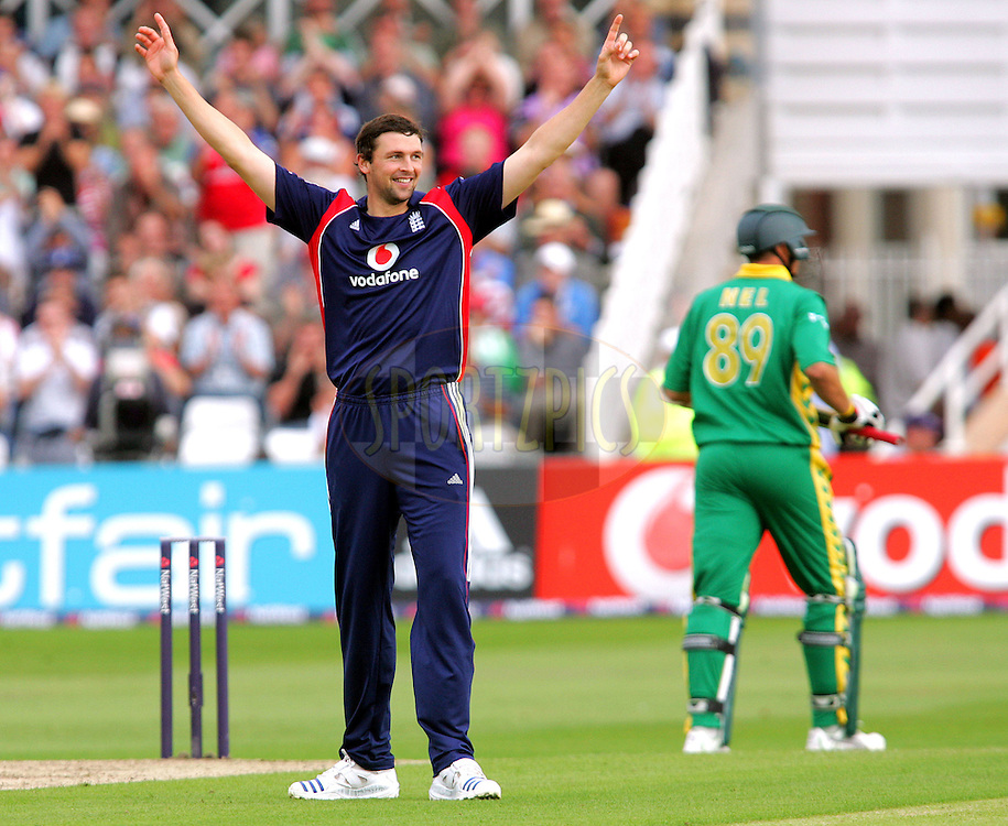 Photo © ANDREW FOSKER / SPORTZPICS 2008 -  Steve Harmison celebrates the wicket of Andre Nel (R) for 13 caught Luke Wright   - England v South Africa - 26/08/08 - 2nd ODI - Trent Bridge - All rights reserved