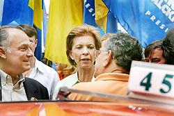 A candidata ao governo do Estado do RS, Yeda Crusius durante caminhada no centro da cidade com Roberto Freire, presidente nacional do PPS. FOTO: Jefferson Bernardes/Preview.com