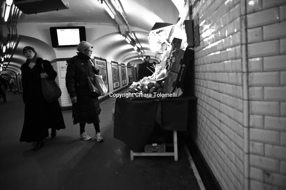 Il banchetto della frutta nella metropolitana di Parigi