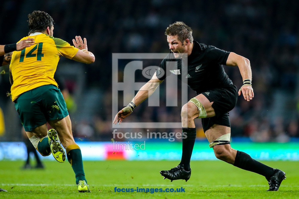 Richie McCaw of New Zealand (right) lines up Adam Ashley-Cooper of Australia (left) in his sights during the final of the 2015 Rugby World Cup at Twickenham Stadium, Twickenham<br /> Picture by Andy Kearns/Focus Images Ltd 0781 864 4264<br /> 31/10/2015