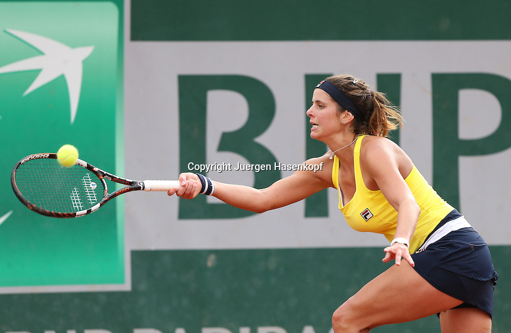 French Open 2014, Roland Garros,Paris,ITF Grand Slam Tennis Tournament,<br /> Julia Goerges (GER), Aktion,Einzelbild,Halbkoerper,Querformat,