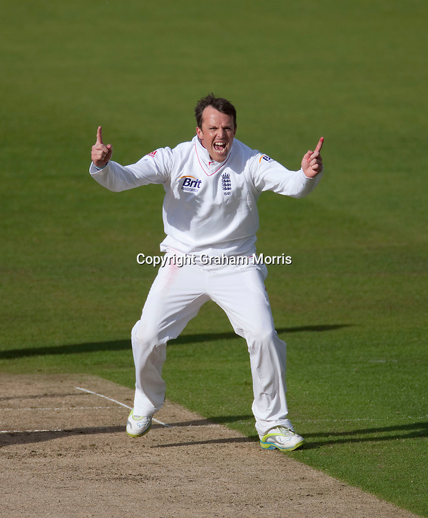 Graeme Swann celebrates bowling Tillakaratne Dilshan during the first npower Test Match between England and Sri Lanka at the SWALEC Stadium, Cardiff.  Photo: Graham Morris (Tel: +44(0)20 8969 4192 Email: sales@cricketpix.com) 26/05/11