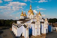 Ukraine, Kiev, le monastère Saint-Michel au Dôme d'Or. // Ukraine, Kiev, St Michael Monastery and golden domes.