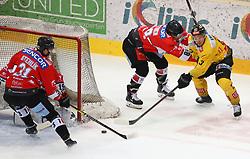 22.03.2019, Albert Schultz Halle, Wien, AUT, EBEL, Vienna Capitals vs HC Orli Znojmo, Viertelfinale, 5. Spiel, im Bild v.l. Jakub Stehlik (HC Orli Znojmo), Teemu Tapio Lassila (HC Orli Znojmo), Jan Lattner (HC Orli Znojmo) und Emil Romig (spusu Vienna Capitals) // during the Erste Bank Icehockey 5th quarterfinal match between Vienna Capitals and HC Orli Znojmo at the Albert Schultz Halle in Wien, Austria on 2019/03/22. EXPA Pictures © 2019, PhotoCredit: EXPA/ Thomas Haumer