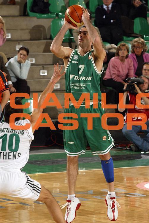 DESCRIZIONE : Treviso Eurolega 2005-06 Benetton Treviso Panathinaikos Atene <br /> GIOCATORE : Soragna <br /> SQUADRA : Benetton Treviso <br /> EVENTO : Eurolega 2005-2006 <br /> GARA : Benetton Treviso Panathinaikos Atene <br /> DATA : 01/03/2006 <br /> CATEGORIA : Tiro <br /> SPORT : Pallacanestro <br /> AUTORE : Agenzia Ciamillo-Castoria/E.Pozzo<br /> Galleria : Eurolega 2005-2006 <br /> Fotonotizia : Treviso Eurolega 2005-2006 Benetton Treviso Panathinaikos Atene <br /> Predefinita :