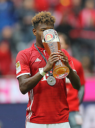 14.05.2016, Allianz Arena, Muenchen, GER, 1. FBL, FC Bayern Muenchen vs Hannover 96, 34. Runde, im Bild David Alaba mit Weißbier Glas // during the German Bundesliga 34th round match between FC Bayern Munich and Hannover 96 at the Allianz Arena in Muenchen, Germany on 2016/05/14. EXPA Pictures © 2016, PhotoCredit: EXPA/ SM<br /> <br /> *****ATTENTION - OUT of GER*****
