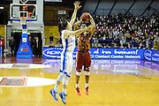 DESCRIZIONE : Venezia Eurocup 2015-16 Umana Reyer Venezia - Zenit St.Pietroburg<br /> GIOCATORE : Phil Goss<br /> CATEGORIA : Tiro Tre Punti Three Point<br /> SQUADRA : Umana Reyer Venezia - Zenit St.Pietroburg<br /> EVENTO : Eurocup 2015-2016 <br /> GARA : Umana Reyer Venezia - Zenit St.Pietroburg<br /> DATA : 06/01/2016<br /> SPORT : Pallacanestro <br /> AUTORE : Agenzia Ciamillo-Castoria/M.Gregolin<br /> Galleria : Eurocup 2015-2016  <br /> Fotonotizia :  Venezia Eurocup 2015-16 Umana Reyer Venezia - Zenit St.Pietroburg