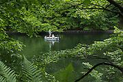 Angler, Boot am Edersee, Nordhessen, Hessen, Deutschland | boat on Lake Eder, Hesse, Germany