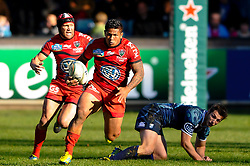 Toulon Number 8 (#8) Chris Masoe breaks with Inside Centre (#12) Matt Giteau in support during the second half of the match - Photo mandatory by-line: Rogan Thomson/JMP - Tel: Mobile: 07966 386802 21/10/2012 - SPORT - RUGBY - Cardiff Arms Park - Cardiff. Cardiff Blues v Toulon (RC Toulonnais) - Heineken Cup Round 2