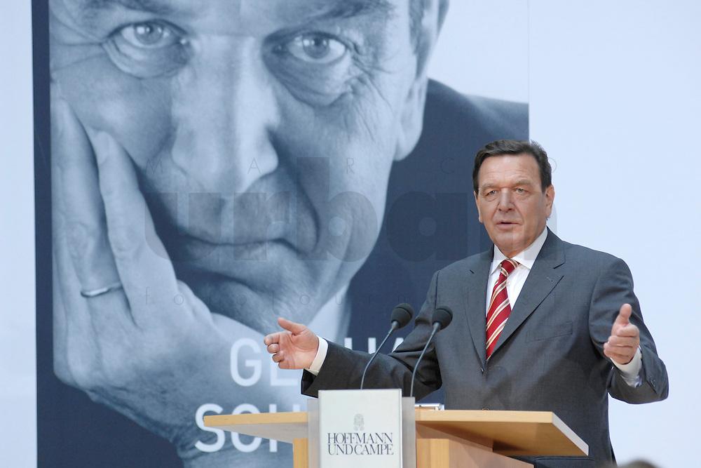 """26 OCT 2006, BERLIN/GERMANY:<br /> Gerhard Schroeder, SPD, Bundeskanzler a.D., waehrend einer Pressekonferenz zur Vorstellung seines Buches """"Entscheidungen. Mein Leben in der Politik"""", Willy-Brandt-Haus<br /> IMAGE: 20061026-01-045<br /> KEYWORDS: Gerhard Schröder, Autobiografie, Biografie, Buch"""