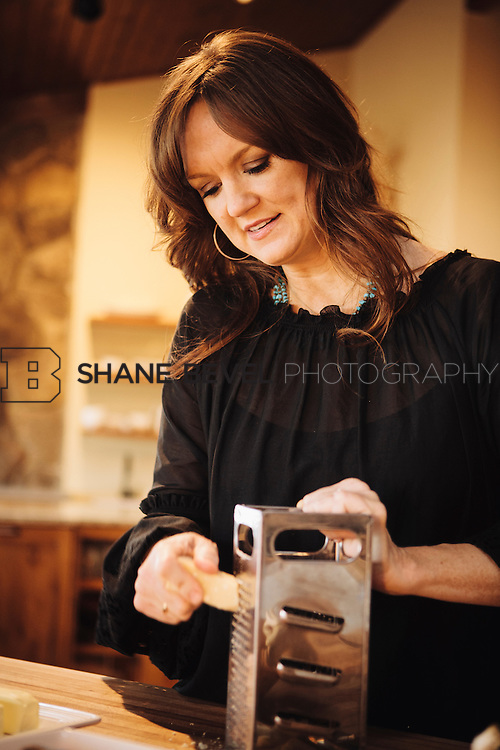 9/15/09 5:31:40 PM -- Ree Drummond, The Pioneer Woman, works in the kitchen in the lodge near her home on the Drummond Ranch near Pawhuska, Okla. ..Photo by Shane Bevel