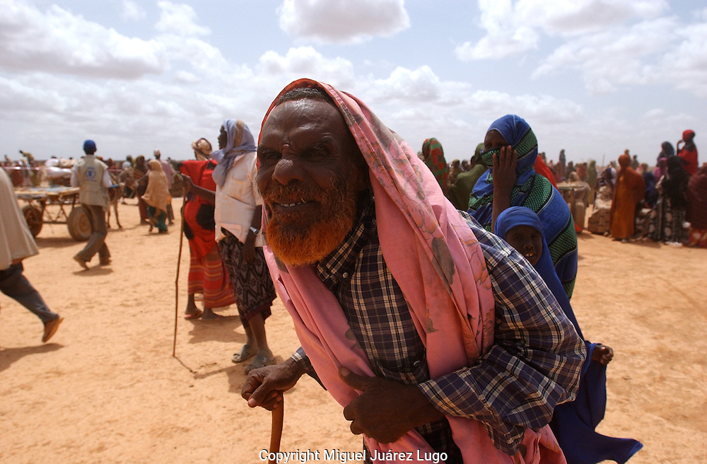 El Barde, Somalia.   An elder local leader walks away after collected the  monthly food ration for his family  in a distribution center run by the World Food Programme in El Barde, Somalia.  This region of northern Somalia, close to the Ethiopia's border has been suffering almost two years of a severe drought. (PHOTO: MIGUEL JUAREZ)
