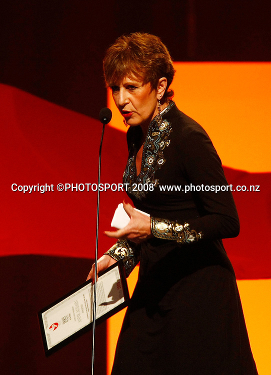New Zealand Sports Hall of Fame inductee, Anne Audain, presented by Dame Susan Devoy. Westpac Halberg Awards, Vector Arena, Auckland, New Zealand. Tuesday 3rd February 2009. Photo: Simon Watts/PHOTOSPORT