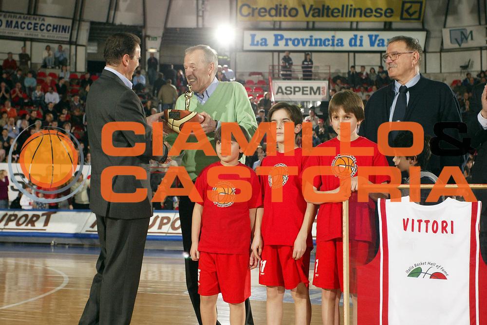 DESCRIZIONE : Varese Lega A1 2006-07 Whirlpool Varese Benetton Treviso<br /> GIOCATORE : Ossola Recalcati<br /> SQUADRA : <br /> EVENTO : Campionato Lega A1 2006-2007 <br /> GARA : Whirlpool Varese Benetton Treviso<br /> DATA : 24/02/2007 <br /> CATEGORIA : Premiazione<br /> SPORT : Pallacanestro <br /> AUTORE : Agenzia Ciamillo-Castoria/G.Cottini