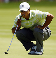 Tiger Woods of the US lines up his putt on the first hole during the first day of the US Open Golf Championship at Winged Foot Golf Club in Mamaroneck, New York Thursday, 15 June 2006.