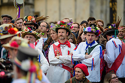 © Licensed to London News Pictures. 01/05/2017. Oxford, UK. Morris dancers wait to perform underneath the Radcliffe Camera at Oxford University during celebrations for May Day in the early hours of the morning. Students and members of the public were again prevented from jumping from the bridge in tot he water, which has historically been a tradition, due to injuries at a previous years event . Photo credit: Ben Cawthra/LNP