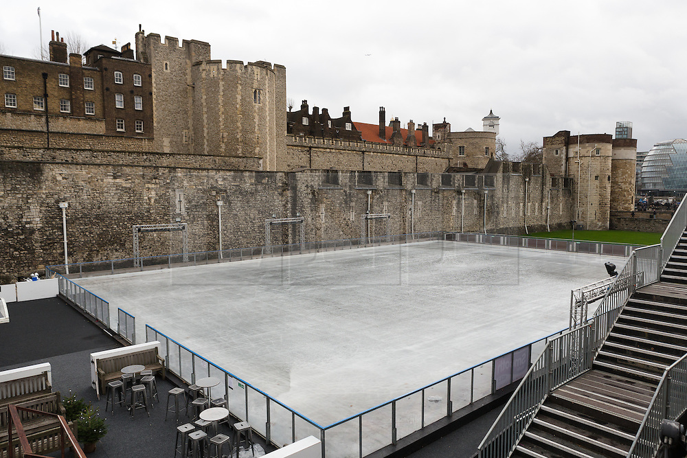 © Licensed to London News Pictures. 22/12/2015. London, UK. The Tower of London ice rink has been forced to close today due to safety concerns over high wind speeds.  The UK is experiencing unseasonably mild weather and high winds today. Photo credit : Vickie Flores/LNP