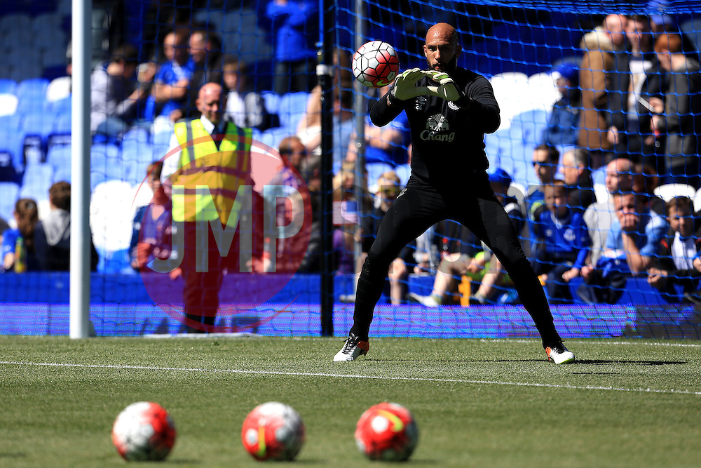 Tim Howard warms up ahead of his final game for the club  - Mandatory byline: Matt McNulty/JMP - 15/05/2016 - FOOTBALL - Goodison Park - Liverpool, England - Everton v Norwich City - Barclays Premier League
