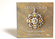 Historical survey of pins and brooches corresponding with women&rsquo;s fashion, 175 photos <br />